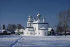 W zima rosyjski kościół Fotografia Royalty Free