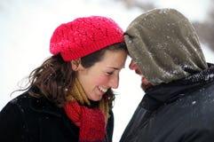 W zima szczęśliwa para Zdjęcia Royalty Free