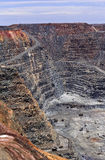 WA超级坑矿天空垂直 免版税库存图片