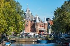 Waag的看法在阿姆斯特丹称房子 免版税库存照片