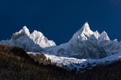 Waaier van pieken in Alpen Stock Foto's