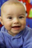 Waakzame baby die camera bekijkt Royalty-vrije Stock Afbeelding