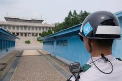 Waakzame ogen bij DMZ in Panmunjom Stock Fotografie