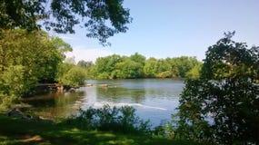 Waar de rivier een rust neemt Stock Afbeelding