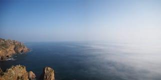 Waar het land beëindigt en de oceaan begint stock fotografie