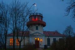 Waarnemingscentrum in Tartu bij nacht, Estland stock fotografie