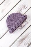 Waarschuw de winter gebreide hoed stock fotografie