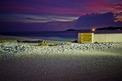 Waarschuw teken in de Maldiven stock foto's