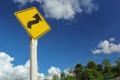 Waarschuwingsbord en blauwe hemel Stock Afbeelding
