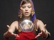 Waarzegger met Kristallen bol royalty-vrije stock fotografie