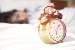 Wachen Sie, es ist Zeit für, einen neuen Tag sich vorzubereiten zu beginnen auf Stockbild