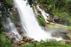 Wachirathan瀑布,在土井nat的Inthanon的最大的瀑布 免版税库存照片