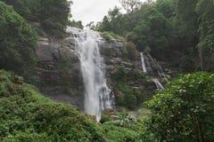 Wachirathan瀑布:著名瀑布在土井nat的Inthanon 库存图片