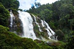 Wachirathan vattenfall: vattenfall i doiinthanonnationalpark, Arkivfoton