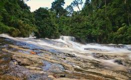 Wachirathan vattenfallDoi Inthanon nationalpark, Chiang Mai, Tha royaltyfria foton
