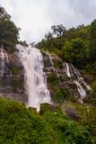 Wachirathan-Wasserfall, Thailand lizenzfreies stockbild