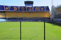 Wachluje trybunę przy Bombonera stadium. Obraz Royalty Free