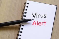 Wachsames Textkonzept des Virus auf Notizbuch Lizenzfreie Stockbilder