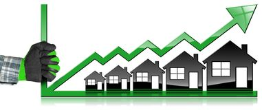 Wachsende Real Estate-Verkäufe - Diagramm mit Häusern Lizenzfreie Stockfotos