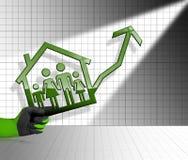 Wachsende Real Estate-Verkäufe - Diagramm mit Haus Stockfotografie