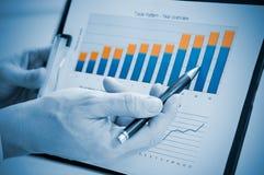Wachsender und erfolgreicher jährlicher Bericht Stockfotos