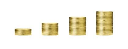 Wachsendes Gelddiagramm auf Reihen von 5, von 10, von 15, 20 Goldmünze und Stapel Stockfoto