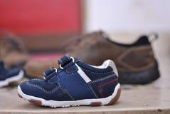 Große und kleine Schuhe Lizenzfreie Stockfotografie