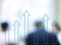 WachstumsBalkendiagramm mit unscharfen Geschäftsleuten Stockfotos