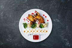Wachtelfleisch auf dem Grill lizenzfreies stockfoto