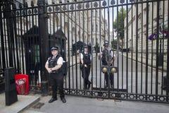 Wachten bij Downing Street, Londen, het UK Royalty-vrije Stock Foto