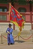 Wachten bij Gyeongbok-Paleis Seoel, Zuid-Korea Royalty-vrije Stock Afbeelding