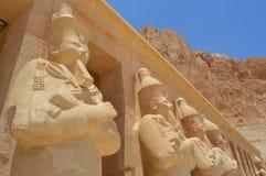 Wachten die Hatshepsut-tempel beschermen Stock Afbeelding