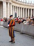 Wachtend op de Paus, Zwitserse wacht Stock Afbeeldingen