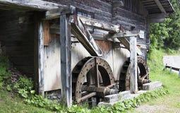 Wachterbach watermill i den Lesach dalen, Österrike Royaltyfri Bild