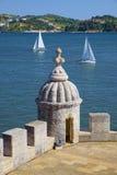 Wachturm und Segelboote Lizenzfreies Stockbild