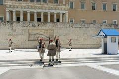 Wachwechsel der Ehre am griechischen Parlament, Athen, Griechenland, 06 2015 lizenzfreies stockfoto