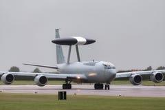 Wachzerstreute Frühwarnung AWACS-Flugzeuge ZH101 Royal Air Forces RAF Boeing E-3D an Royal Air Force-Station Waddington Lizenzfreie Stockfotos