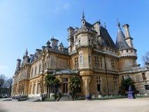 Waddesdonmanor een buitenhuis en tuinen tussen 1874 en 1889 voor Baron Ferdinand de Rothschild wordt gebouwd dat stock afbeeldingen