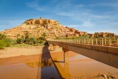 Wadi Asuf Ounia κάτω από το Ksar Ait Ben Haddou Στοκ Φωτογραφία