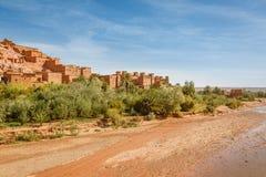 Wadi Asuf Ounia κάτω από το Ksar Ait Ben Haddou Στοκ φωτογραφίες με δικαίωμα ελεύθερης χρήσης