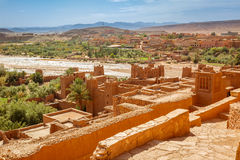 Wadi Asuf Ounia κάτω από το Ksar Ait Ben Haddou Στοκ Εικόνα
