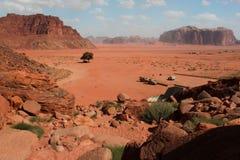 wadi för rom för ökenjordan liggande Royaltyfri Foto