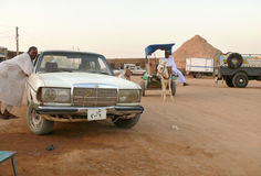 WADI - HALFA, SUDAN - NOVEMBER 19, 2008: Stadsgata Royaltyfria Bilder