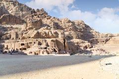 WADI MUSA JORDANIEN - NOVEMBER 18, 2012: Landskap av gammalt bostadsområde av Petra-staden Petra är historisk och arkeologisk ci Fotografering för Bildbyråer