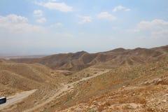 Wadi Qelt in Judean-woestijn dichtbij Jericho, aard, steen, rots en oase Unseen, onbekende, onverkende plaatsen, verborgen reis stock afbeelding