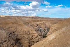 Wadi Qelt no deserto de Judean em torno de St George Orthodox Monastery imagem de stock