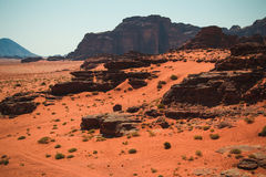 Wadi Rum ökenlandskap, röd sand, arv för Jordan Middle East UNESCOvärld Exotiskt begrepp för affärsföretag Arkivfoto