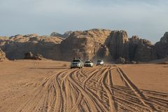 Wadi Rum Desert Jordan Travel, Jeep Tour royaltyfri foto