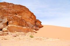 Wadi Rum Desert också som är bekant som dalen av månen Royaltyfria Foton
