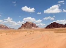 Wadi Rum Desert --sydlig Jordanien 60 km till öst av Aqaba Fotografering för Bildbyråer